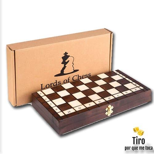 ajedrez con tablero de madera